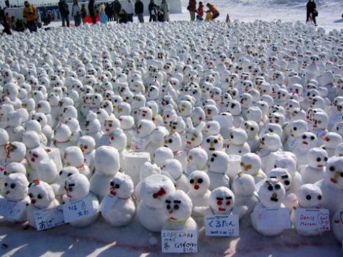 snow-sculptures-from-around-the-world-snowman